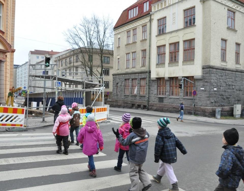Cygnaeus skola, trafik, trafikkorsning, skolelever, barn, fotgängare, övergångsställe
