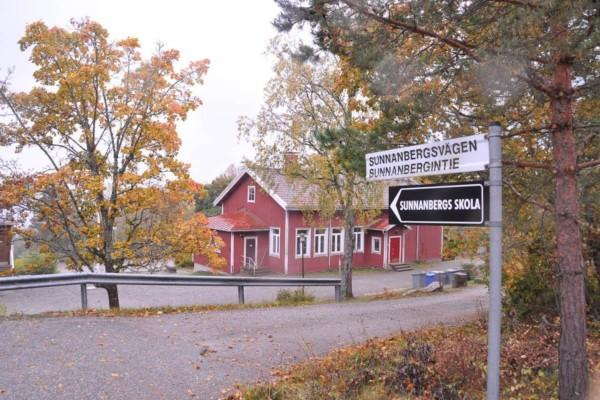 gammalt rött skolhus