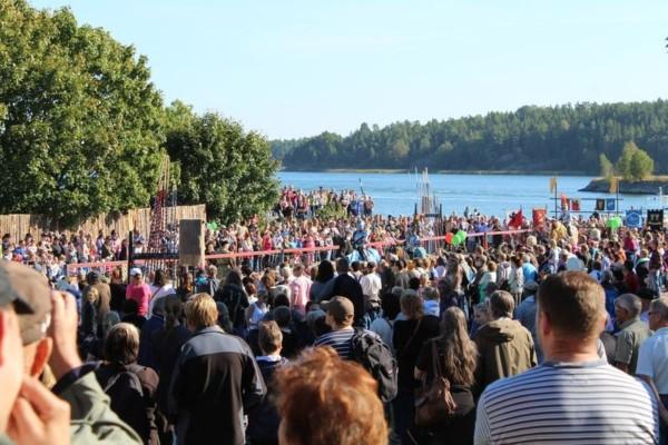 folkmassa nära vatten