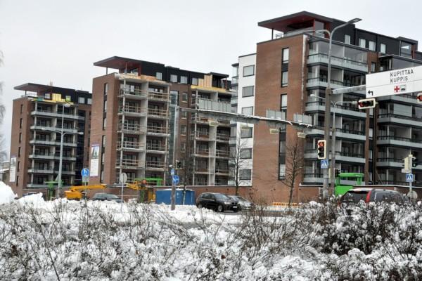 Nu stiger bostadspriserna. De här höghusen byggs i Kuppis i Åbo. Foto: J-O Edberg