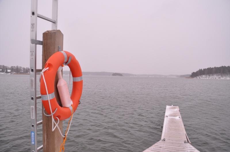 Havet, en bygga och en livboj