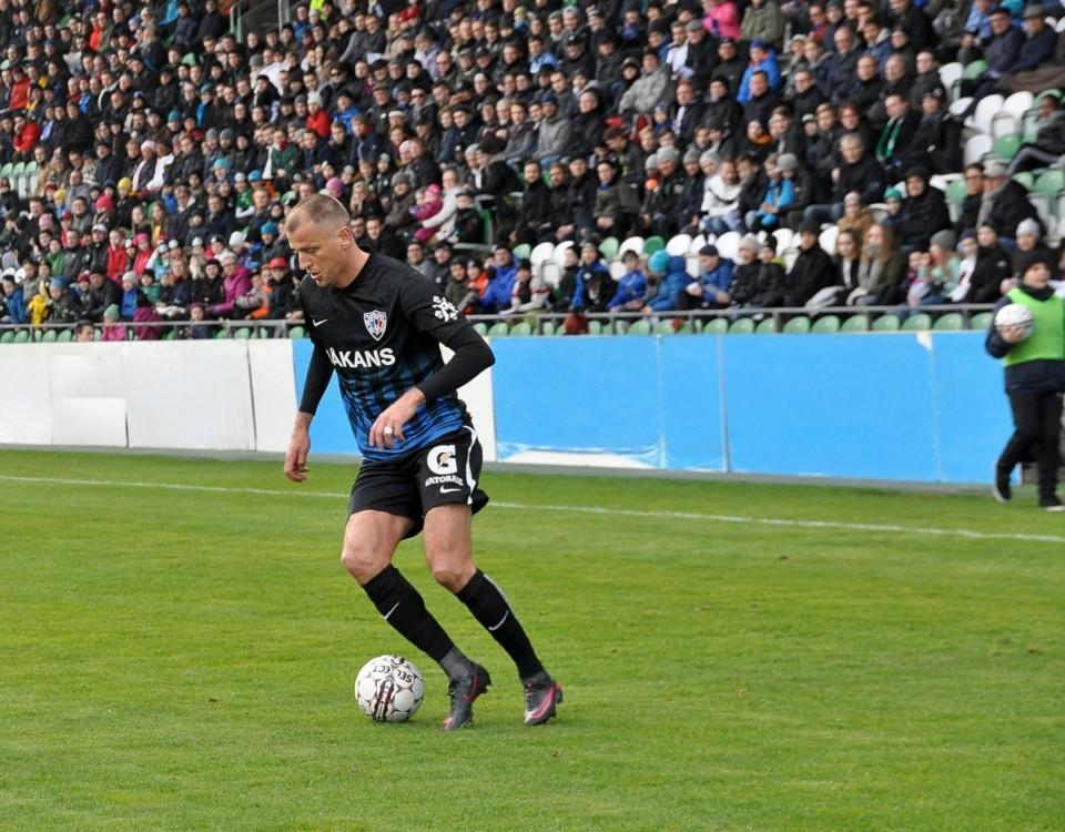 Ensam fotbollsspelare på plan