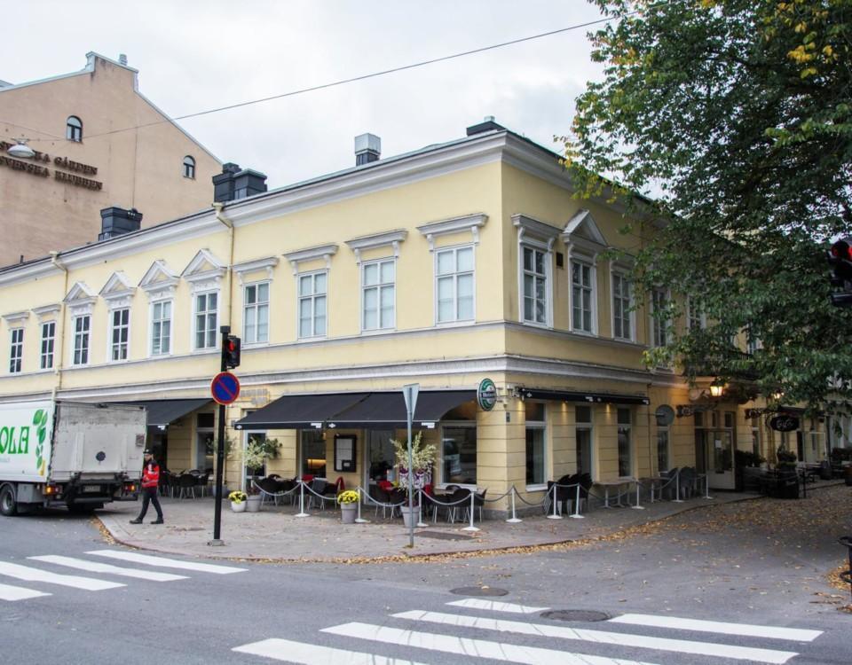 Gult stenhus vid Aura å i Åbo.