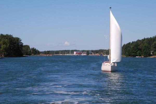 Båt som seglar.