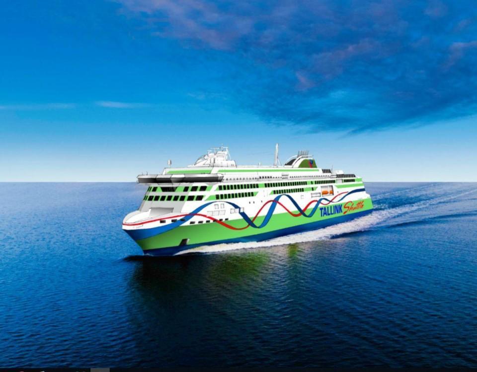 En vit-grön Tallink Silja båt färdas på ett blått hav med blå himmel i bakgrunden.