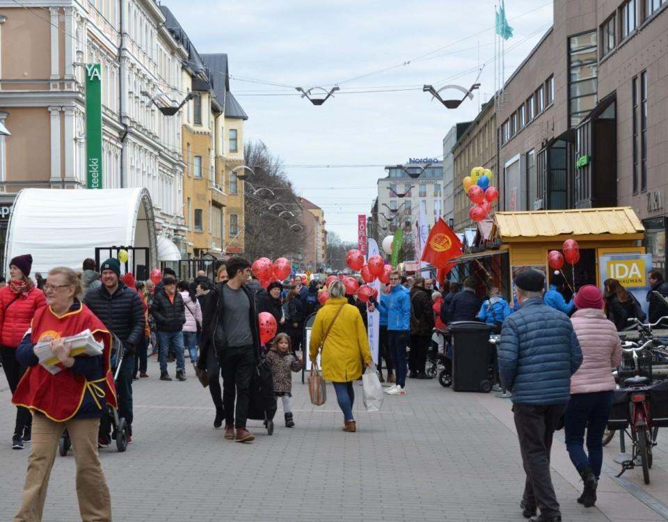 Valkampanj på gågatan i Åbo