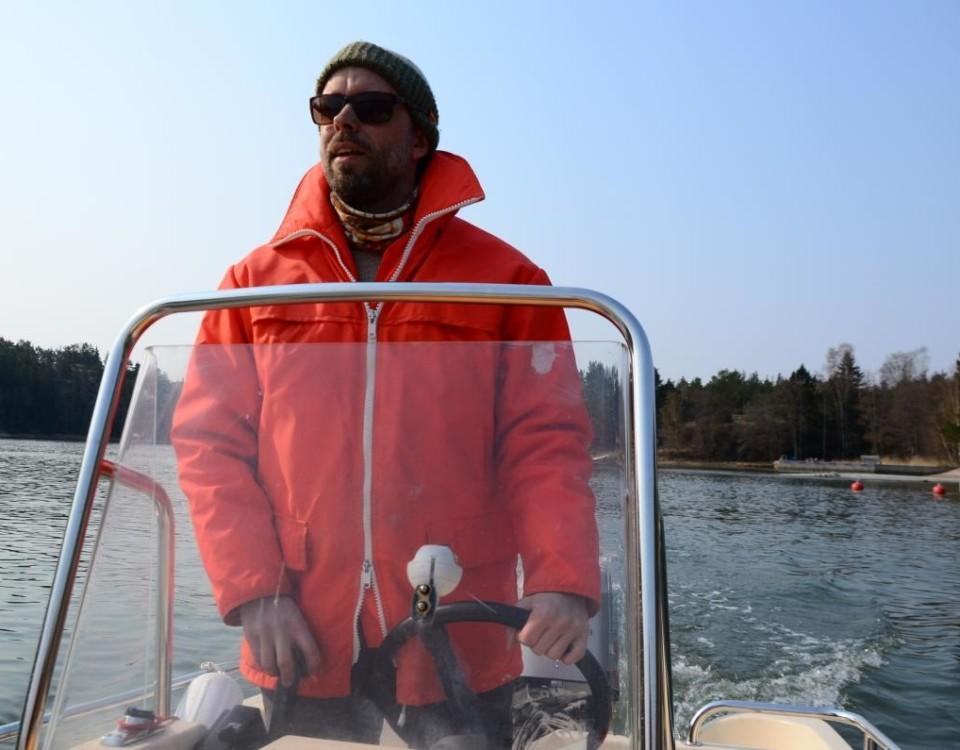 Man kör öppen båt