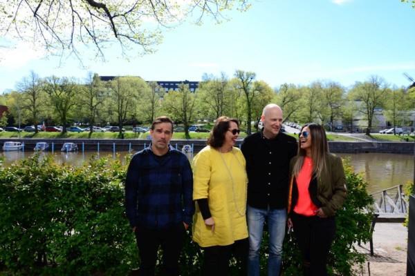 Regissörerna, producenten och filmkommissionären på bild.