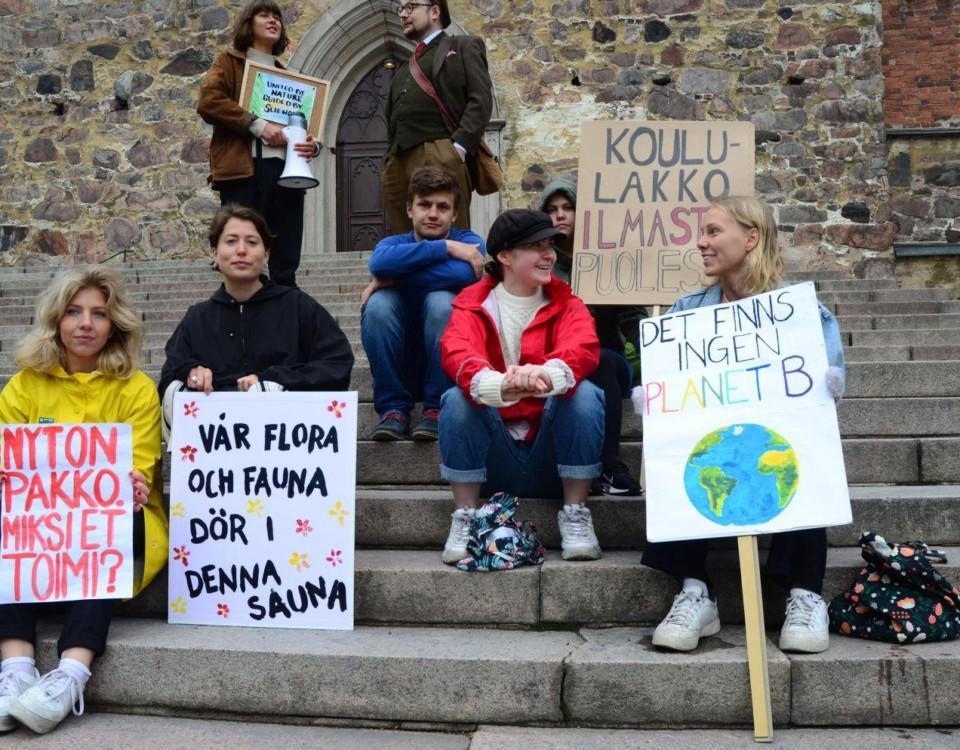 Studenter strejkar på Domkyrkotrappan.