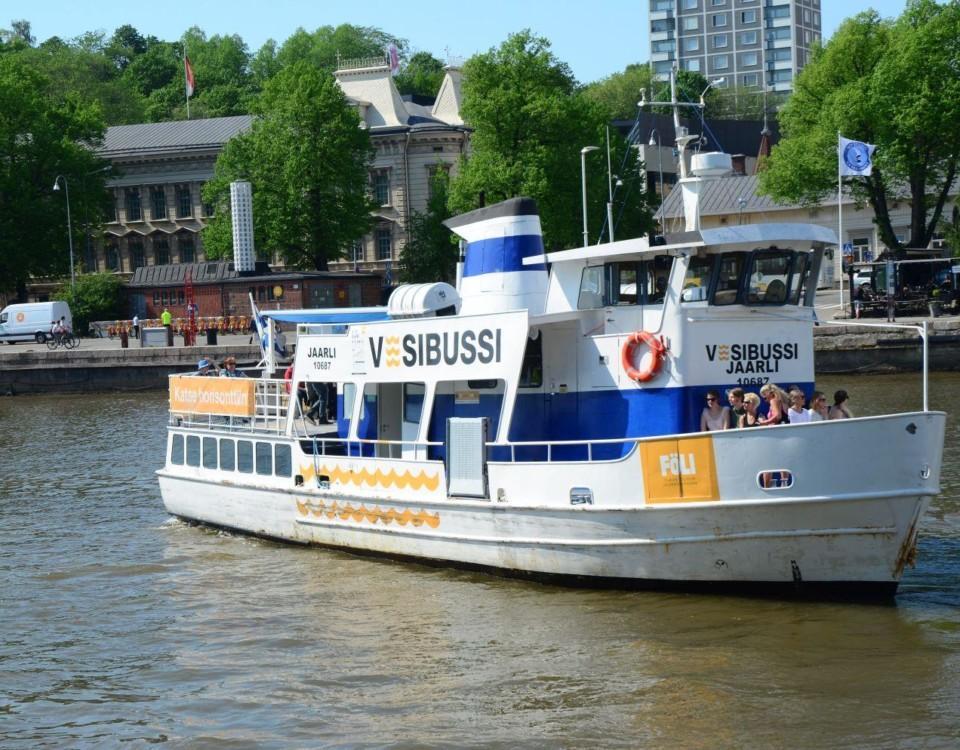 Sjöbussen i Aura å.