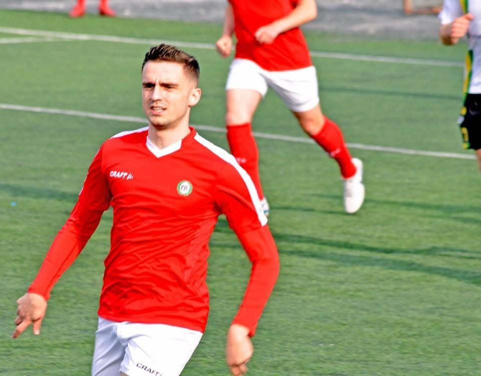 En fotbollsspelare i full fart