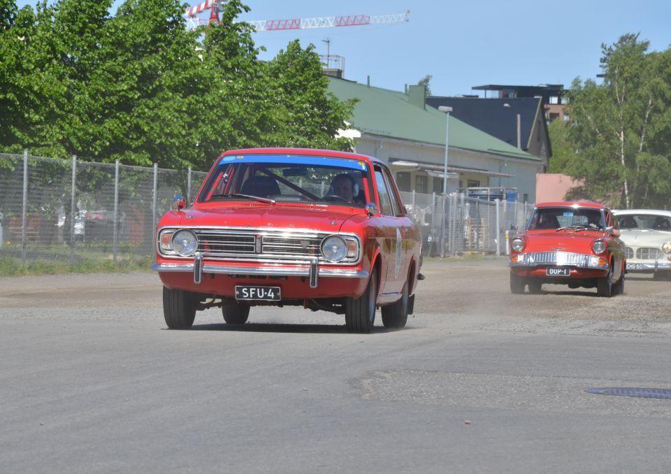 Röd gammal bil