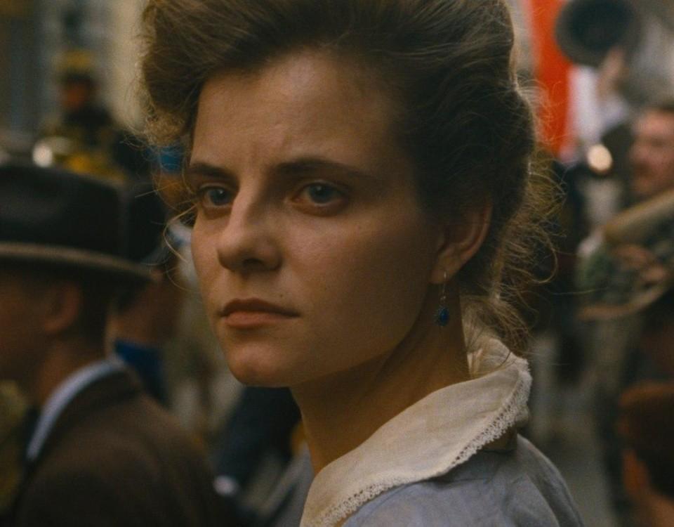 Ung kvinna i närbild.