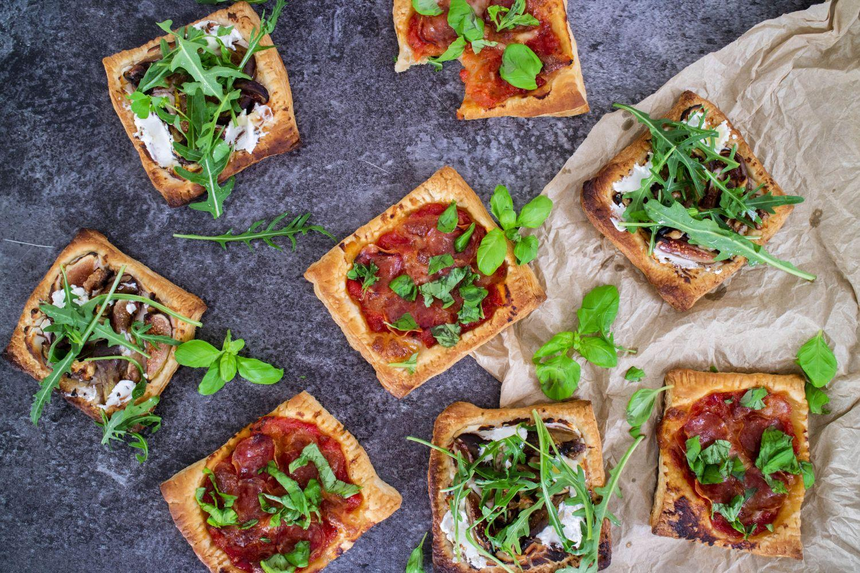 Små pizzor.