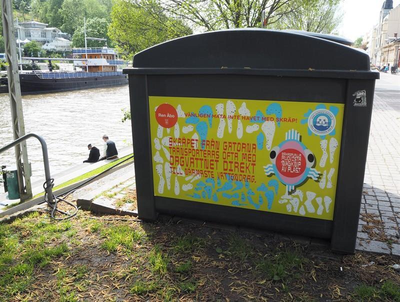 Håll skärgården rens kampanj syns i tre städer i sommar. Pressbild