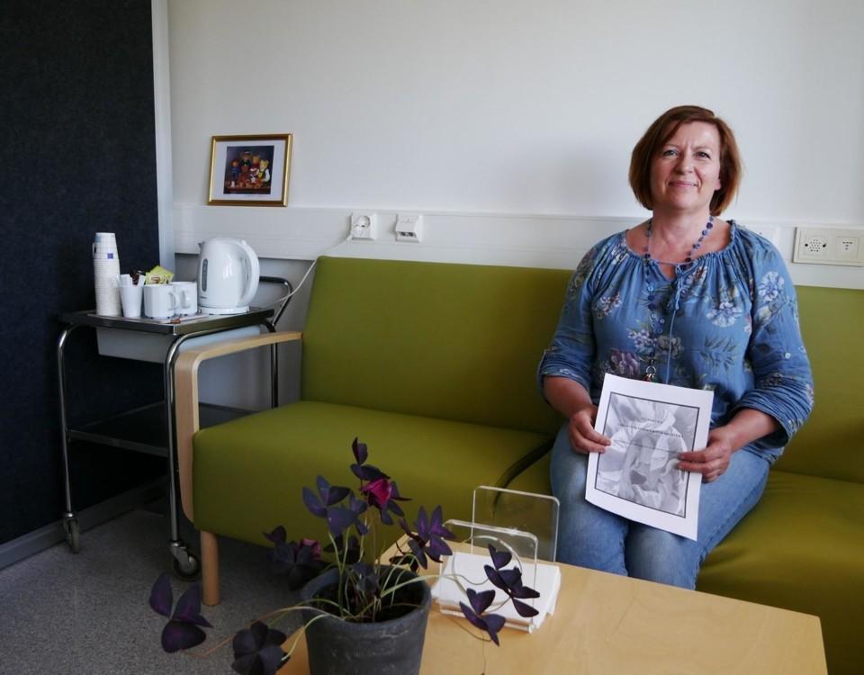 Sexualterapeuten och sjukskötaren Päivi Heinonen berättar att allt flera kvinnor upptäcker och vårdas för vulvodyni. Foto: Annina Suominen