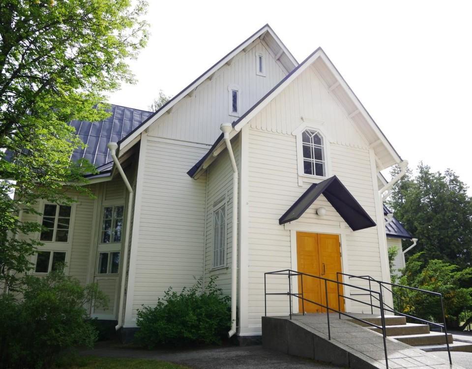 Stod klar 1909. Patis kyrka ritades av Helge Rancken. Intill den ligger hembygdsmuseet.