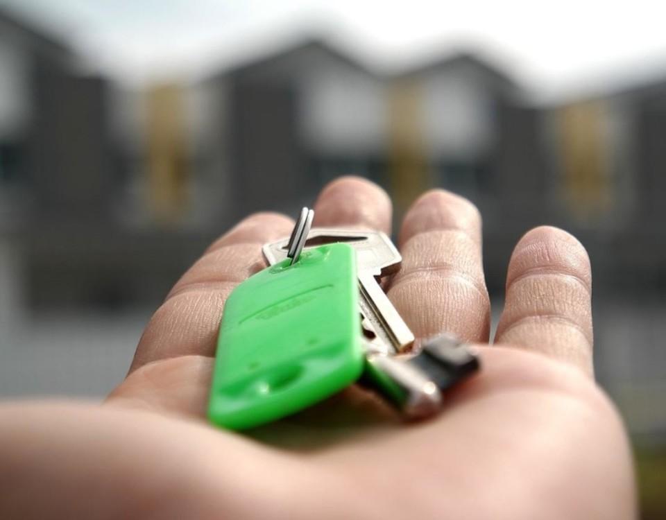 hand med nyckel