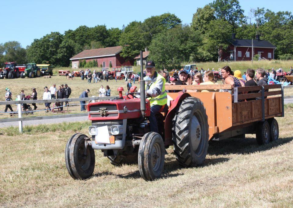 Traktorjippo på åker