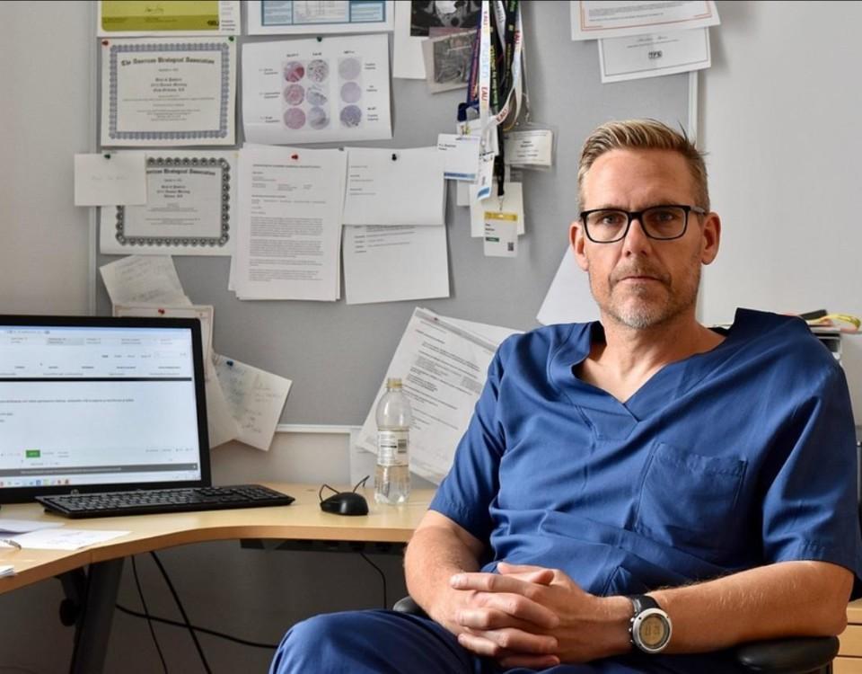 Läkare vid sitt skrivbord