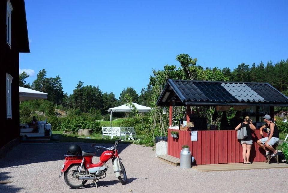 Tackorks kiosk och mopeden Pappa-Tunturi.