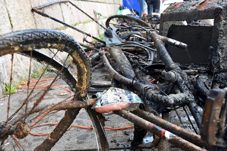 skrotcykel och annat skräp