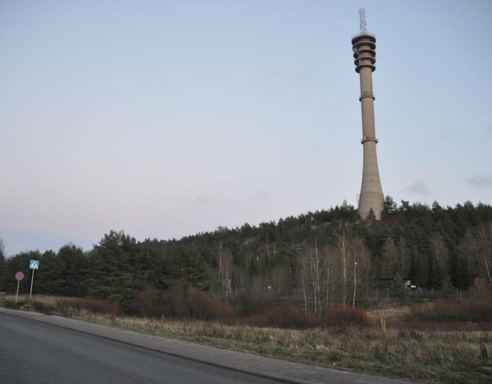 Högt torn på ett berg