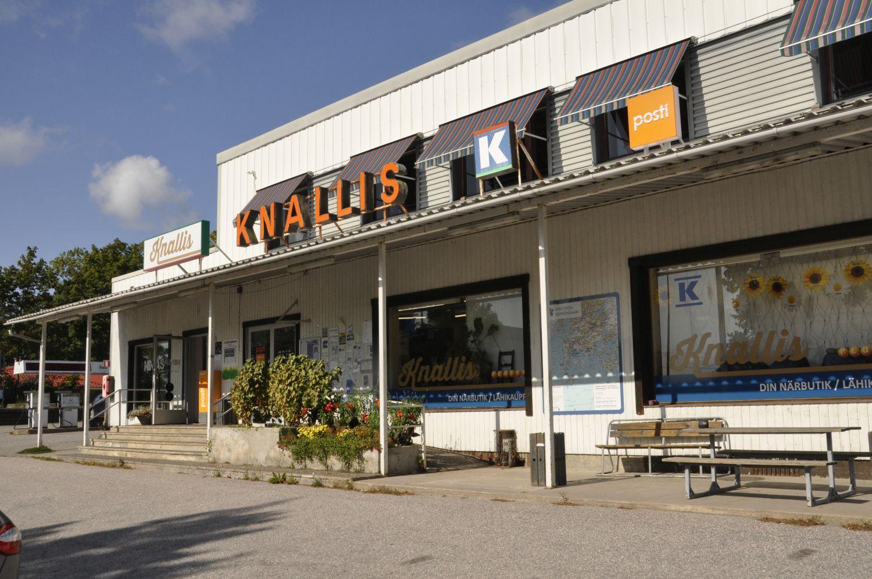 En K-affär, med skylten Knallis.