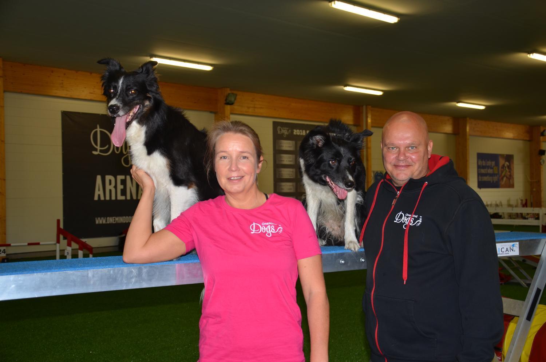 Två agilitytränare och deras hundar