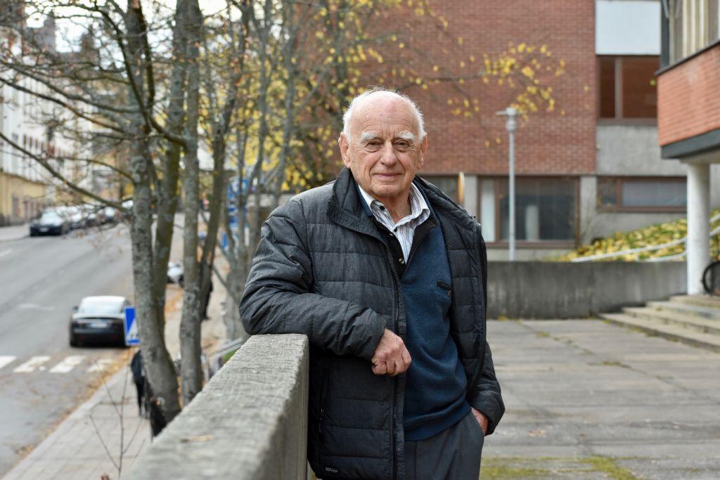 81-åriga Piotr Zettinger överlevde Förintelsen i Polen. Zettinger är orolig för vart världen är på väg. – Människor har börjat tänka att de inte behöver samarbete, och drar åt sina egna håll. Foto: Mikael Piippo/SPT