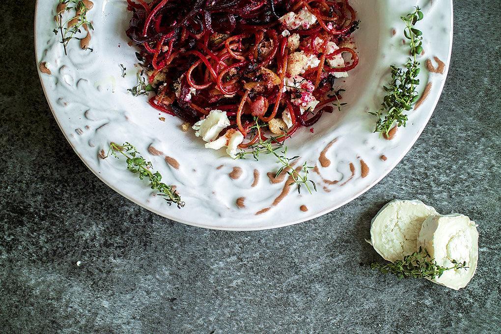 Klassiker. Kombinationen av rödbeta och getost fungerar också i pastarätter. Foto: Sofie Sergelius