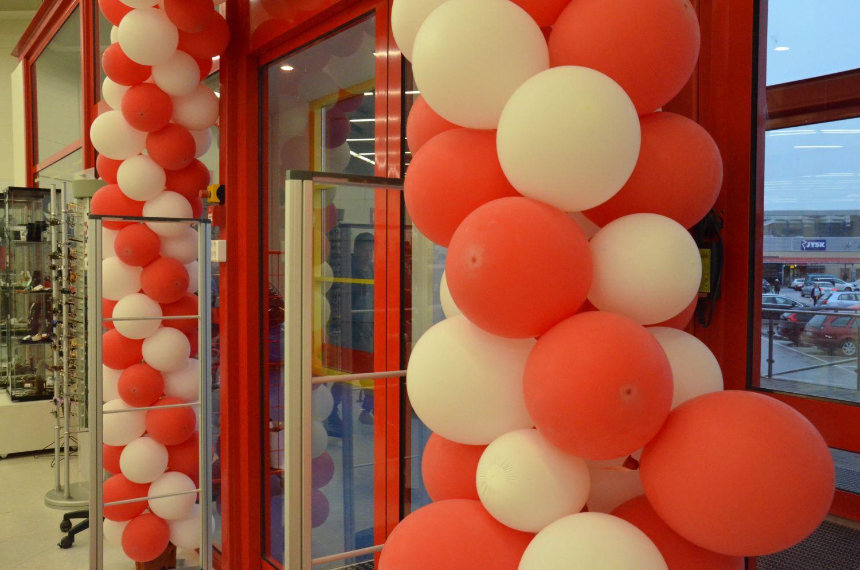 Ballonger vid ingången.