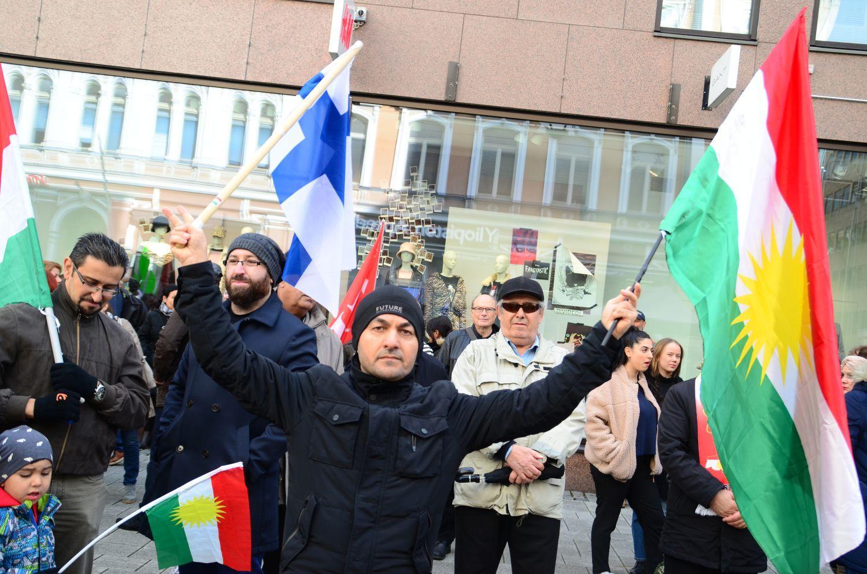 demonstration mot turkiets krigföring mot kurder i syrien