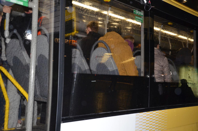 Bussfönster utifrån.