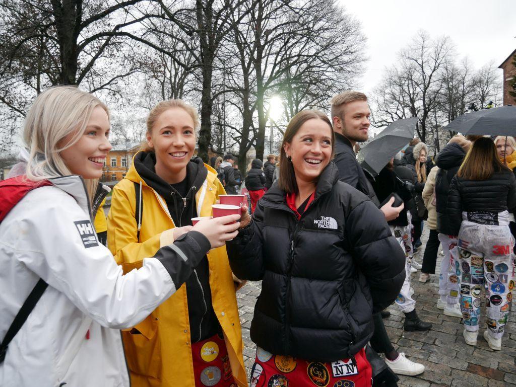 Sofi Törnroos från Ekenäs, Kajsa Ahlsund från Korsholm och Ronja Horsma från Helsingfors.
