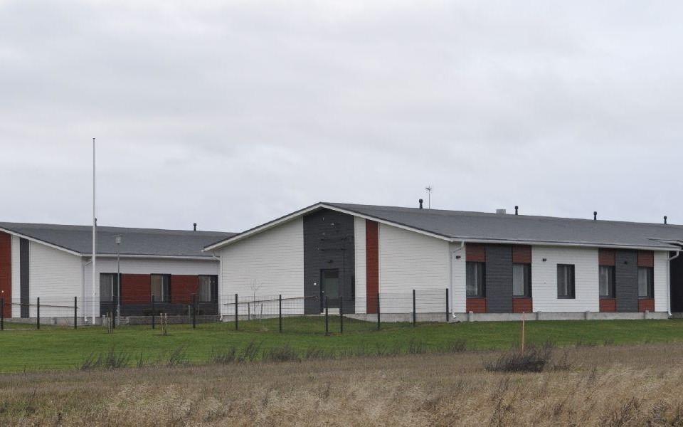 Vårdbyggnad i ett plan, två huskroppar.