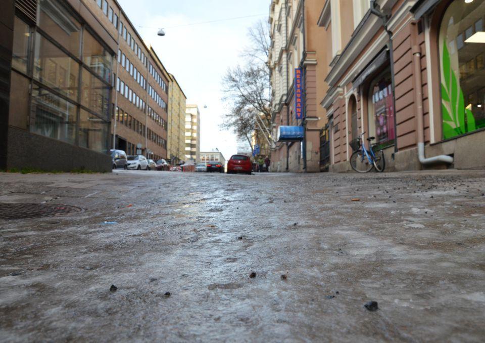 En gata med is.