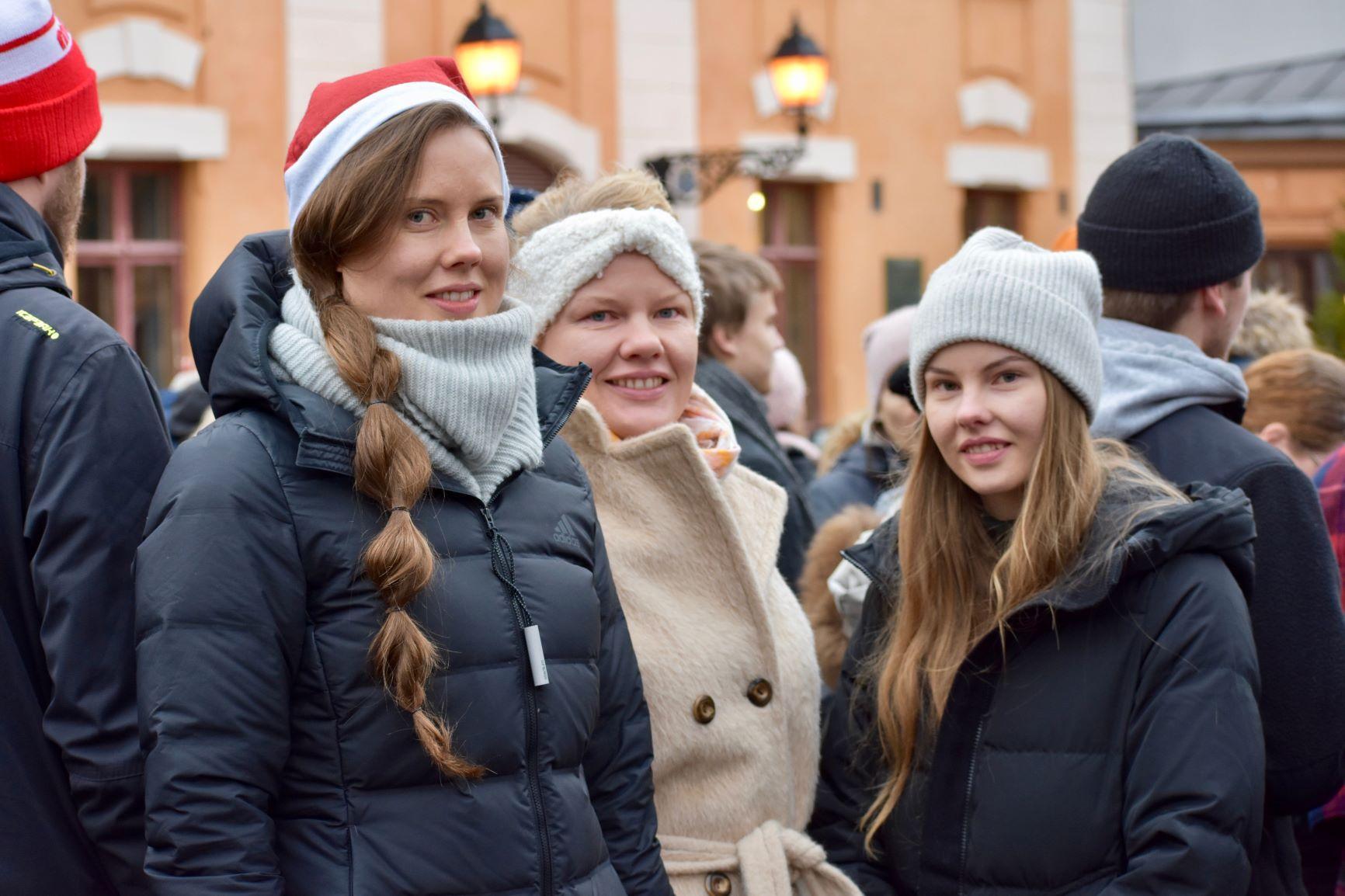 Sara Hyvärinen (till vänster), Sini Eusebio och Silvia Hyvärinen skulle fira jul tillsammans i S:t Karins. Åtminstone julmat och bastubad stod på programmet.