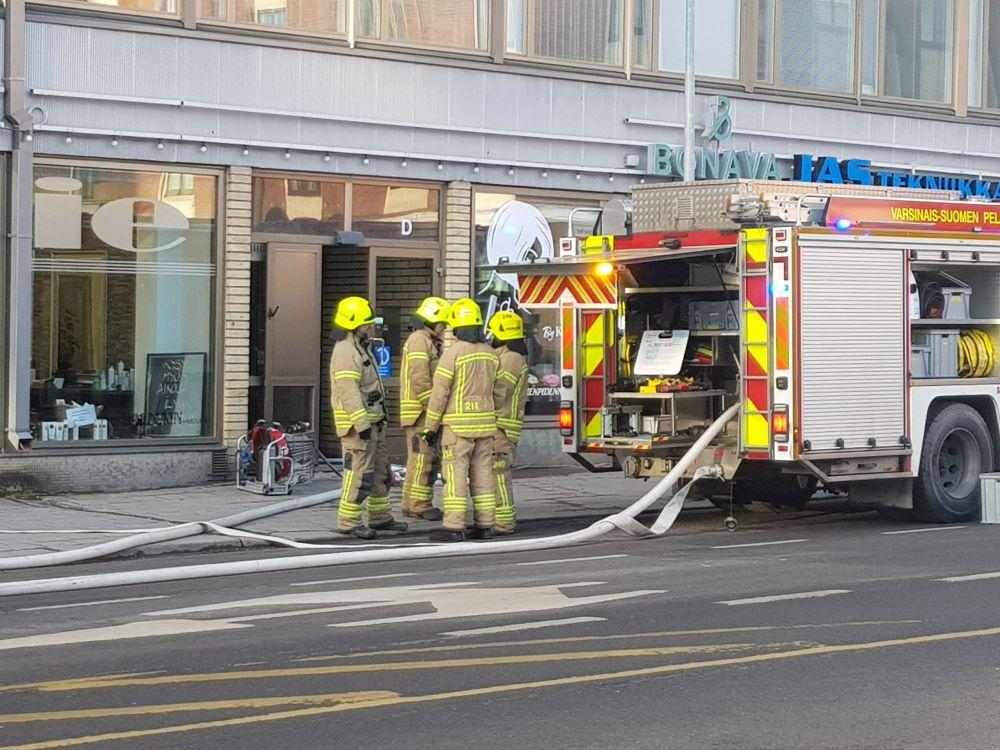 brandmän vid brandbilar