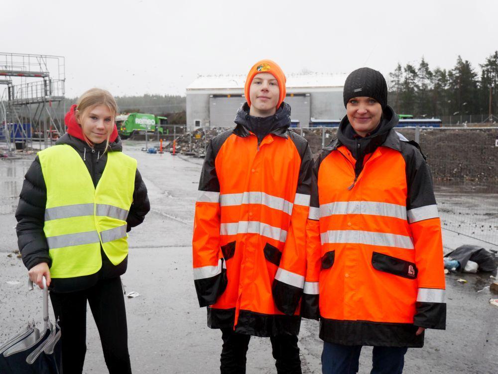 Julia Laapio och Gustaf Alander besökte Toppå avfallscentral, vars område är lika stort som 140 fotbollsplaner, och intervjuade miljörådgivaren Mikaela Sundqvist om verksamheten.