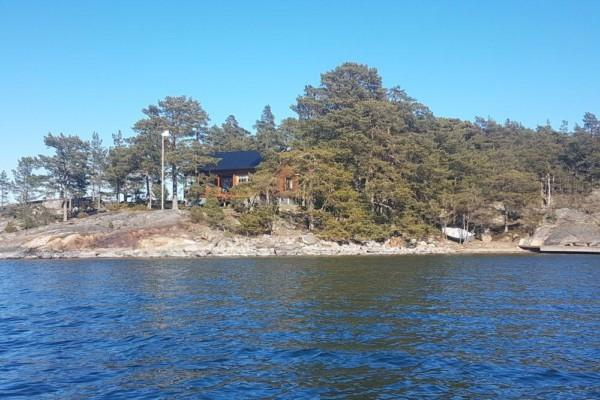 en stuga på en ö