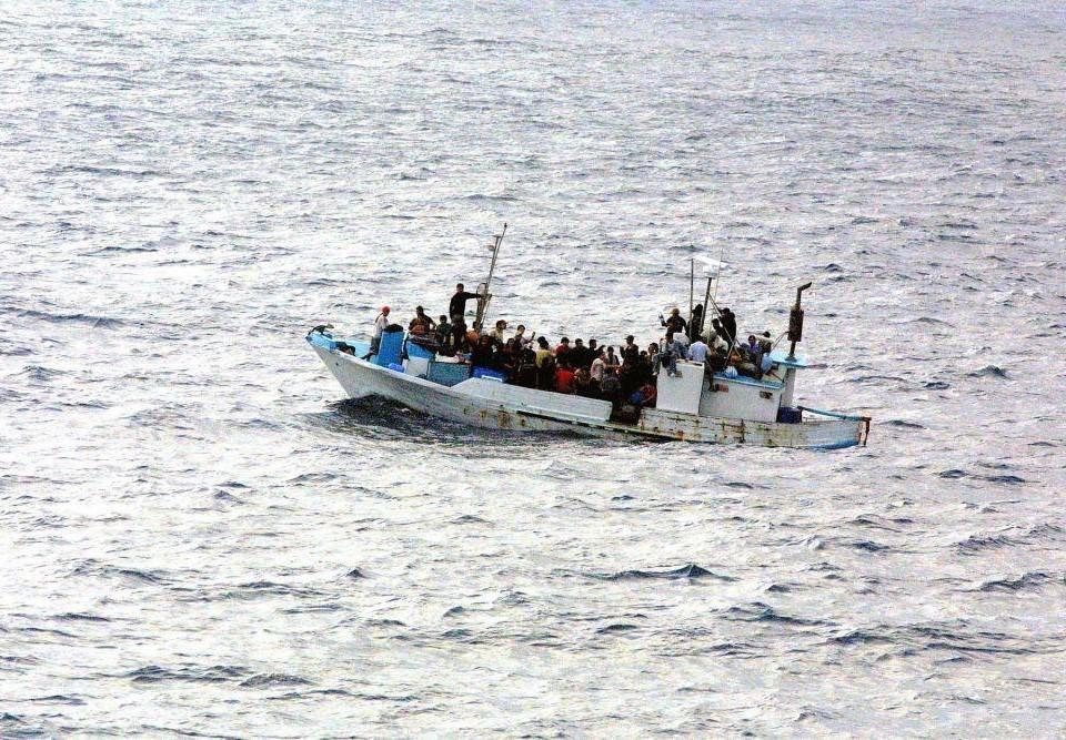 Flyktingar i en båt.