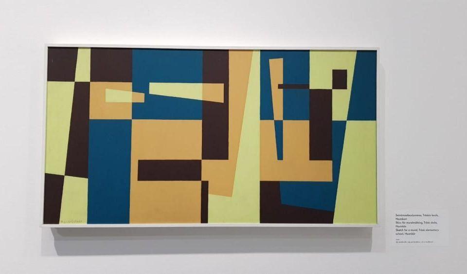 Abstrakt geometrisk målning i brunt, orange, gult och blått.