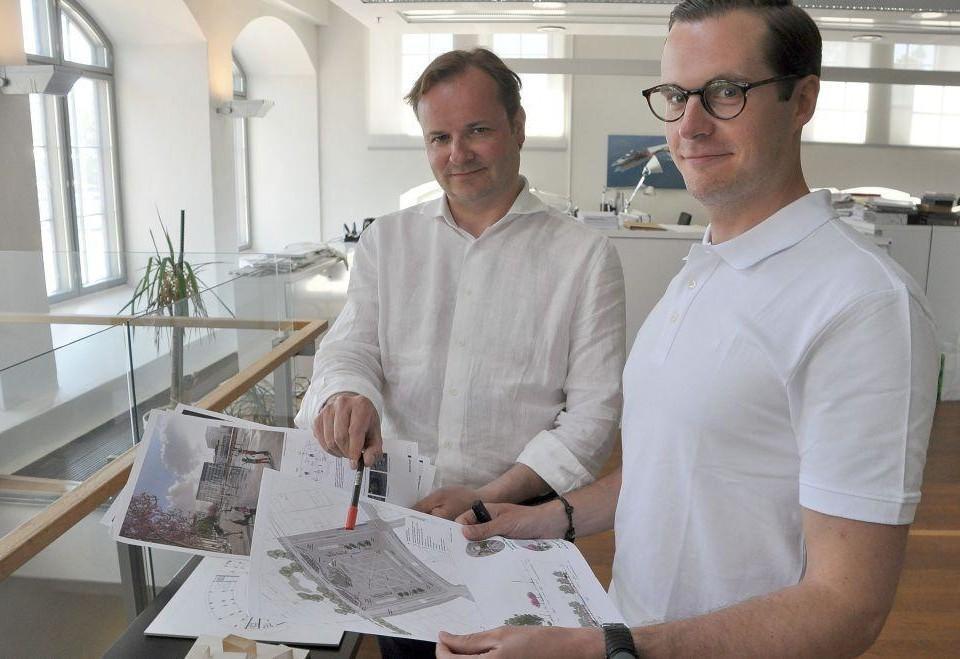 två manliga arkitekter
