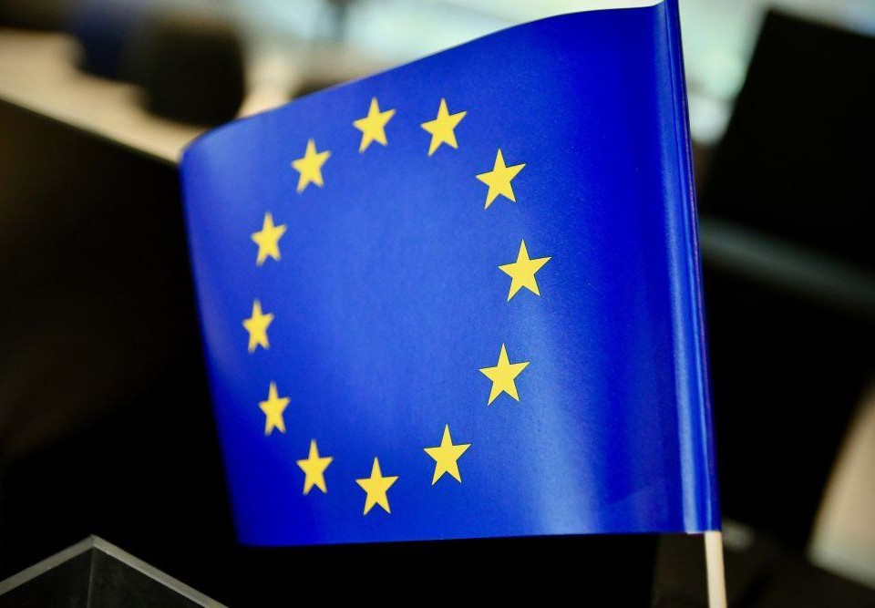 EUs flagga på en cocktailpinne.