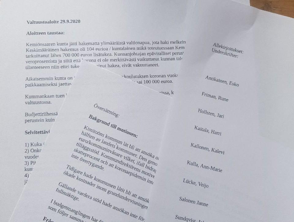 Utprintad motion på tre sidor på svenska och finska med undertecknare