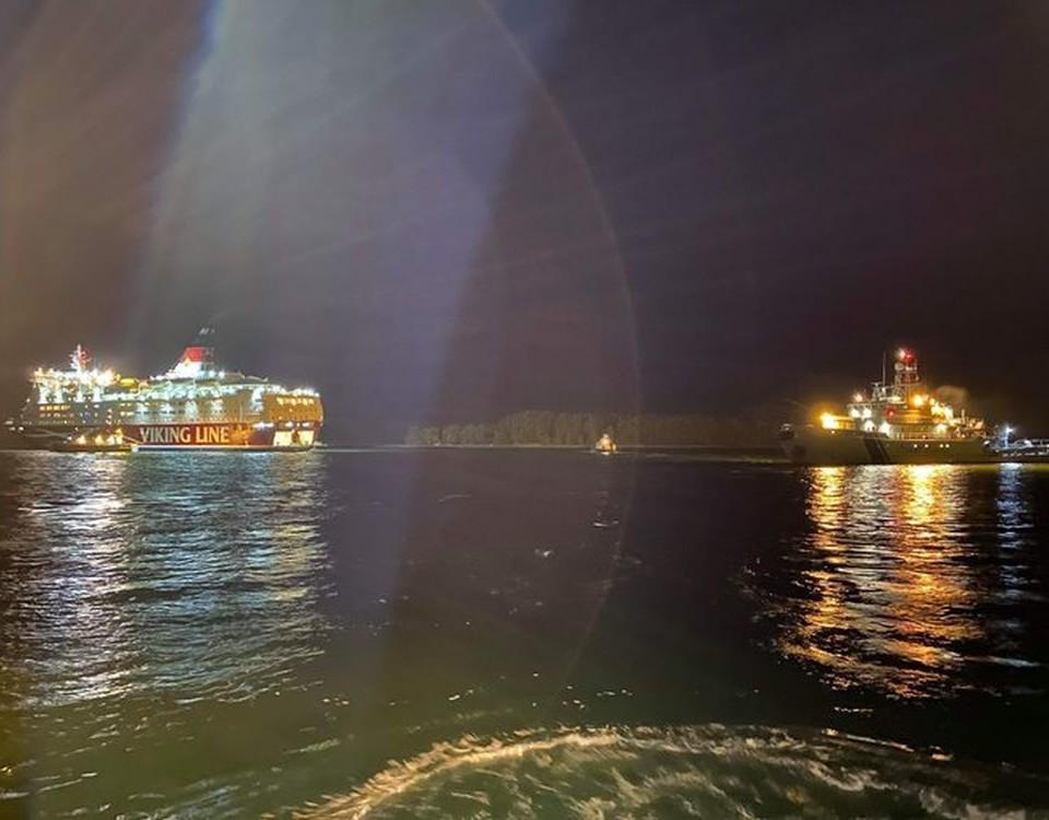 Två fartyg i mörkret