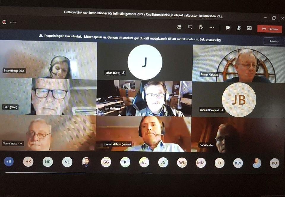 Ett videosamtal på en skärm. Flera personer har videon på.