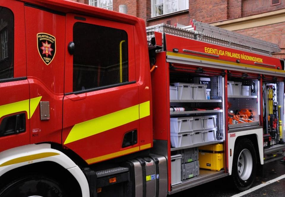 närbild av brandbil från sidan