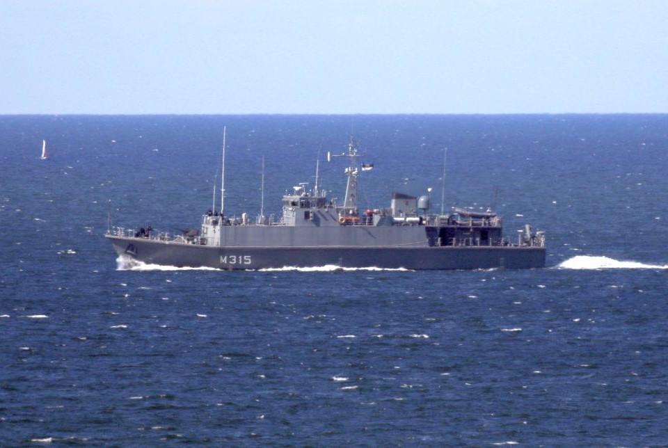 Ett stridsfartyg på havet.